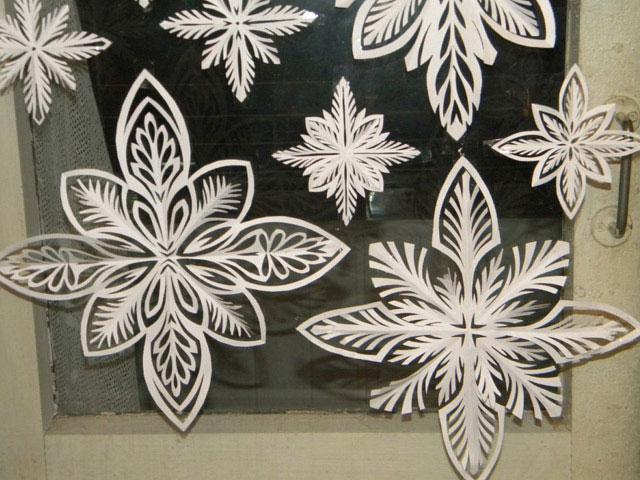 Сніжинки для новорічної атмосфери в домі