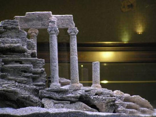 Модель античного храма