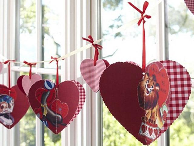 Сердечки на вікні