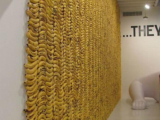 Стена, декорированная бананами