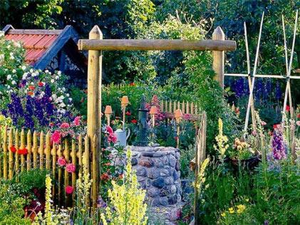 Колонка в саду