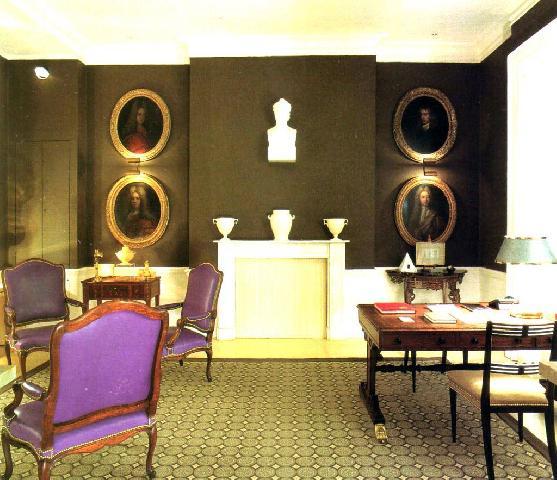 Декор данного кабинета основан на античных мотивах