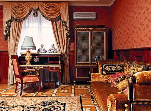 Австрийские шторы в интерьере кабинета в комбинации из занавесями играют значительную декоративную роль