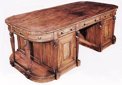 Поверхность стола натертая воском, что придает ему неповторимый стилистический эффект