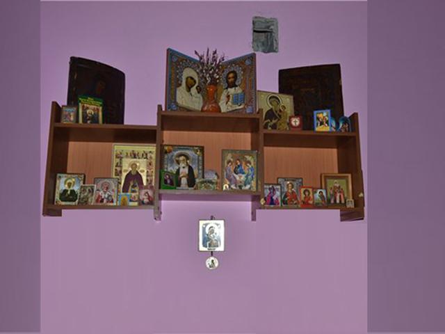 как повесить иконы в доме:
