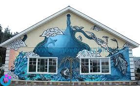 Граффити на фасаде частного дома в России