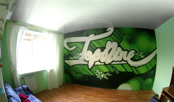 Граффити на всю стену в маленькой комнате — плохой выбор