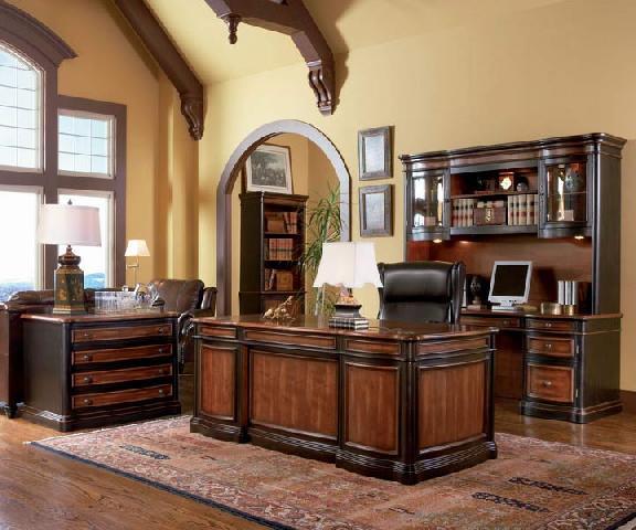 Светильники в кабинете размещены в каждой из функциональных зон и создают комфортные условия работы и времяпровождения