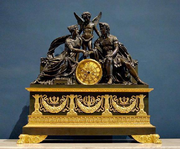 Часы в стиле ампир — неотъемлемый декоративный элемент кабинета