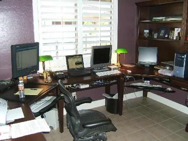 В кабинете должно предусматриваться место для необходимого количества компьютеров