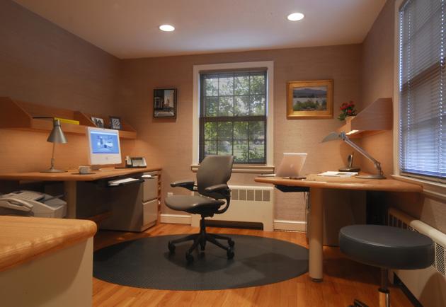 В данном кабинете компьютеры размещены таким образом, что позволяют комфортно проводить работу