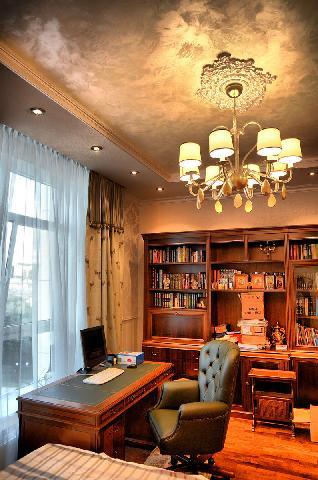 Пример совмещения кабинета в доме со спальней