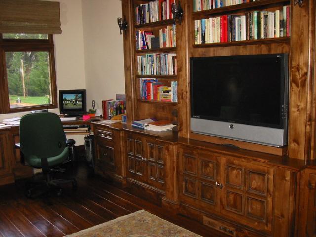 Еще один пример оформления псевдо кабинета в доме
