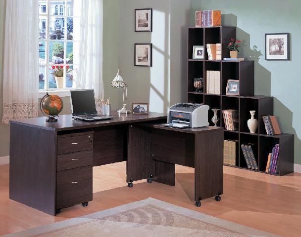 Хорошо освещенная отдельная комната — лучшее место для обустройства кабинета в доме