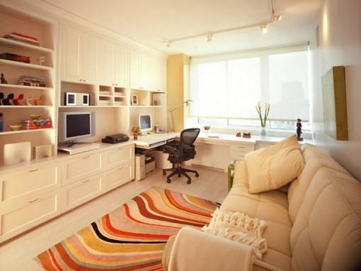 Пример организации кабинета в квартире в одной комнате с гостиной