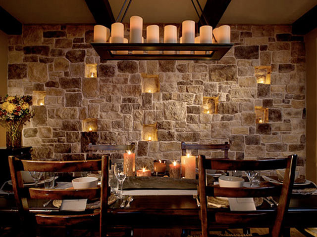 Подсветка в стене из камня