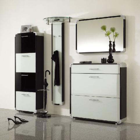 Пример современной мебели для маленькой прихожей