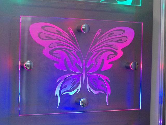 Підсвіченний метелик