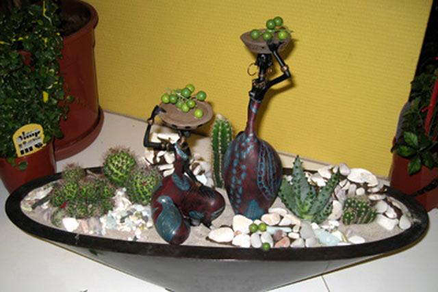 Композиция из цветов и камней