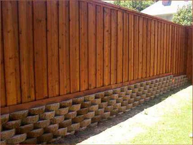 Комбинированный — из дерева и камня или бетона
