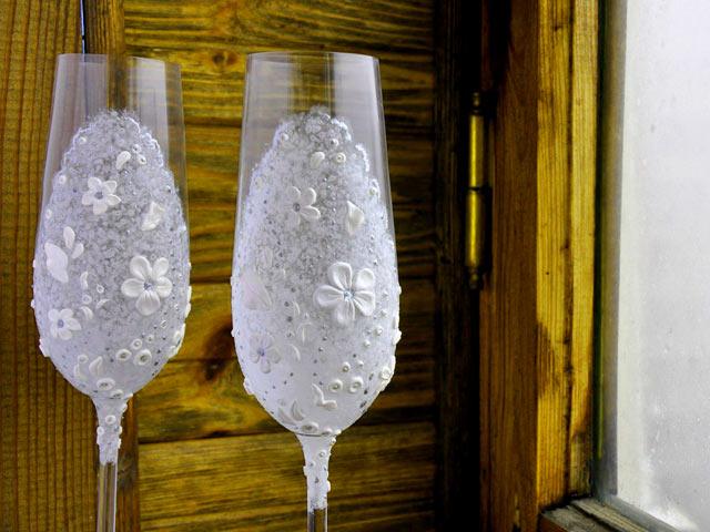 Полімерна глина використовується як елемент декору посуду