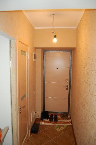 В прихожей коридоре смонтировано несколько розеток, выведен счетчик