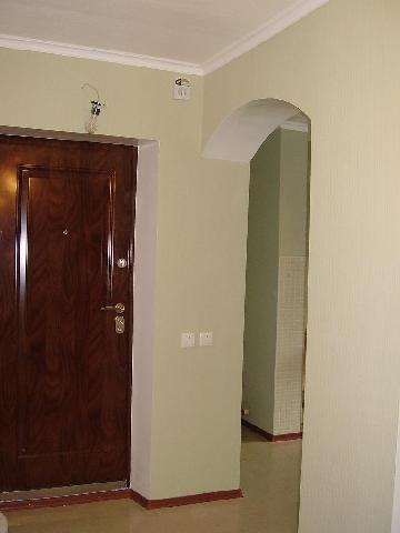 Светлая цветовая гамма — лучшее решение для небольшой прихожей коридора