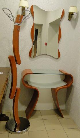 Мебель для прихожей может быть изготовленной под заказ в соответствии со стилем квартиры
