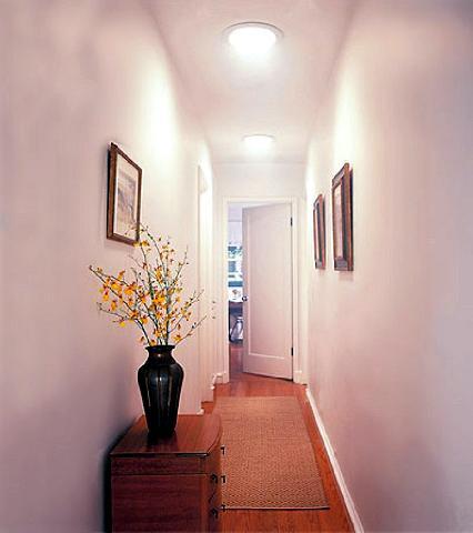 Ламинат есть наиболее востребованным напольным покрытием в прихожей в квартире