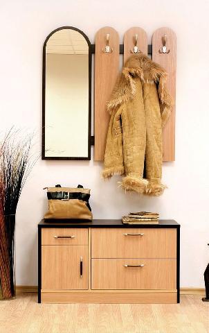 Пример типичного набора мебели для небольшой прихожей в квартире