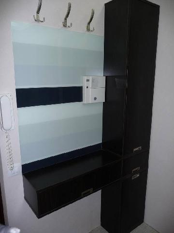 Настенная мебель поможет увеличить визуально пространство прихожей