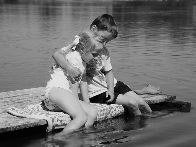 Поряд з таким братом не страшний крокодил