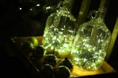 Если расставить готовые звездные бутылки возле зеркал, свет многократно умножится