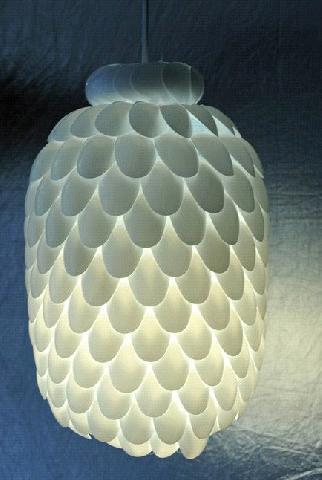 Горе самодельный светильник из одноразовых ложек