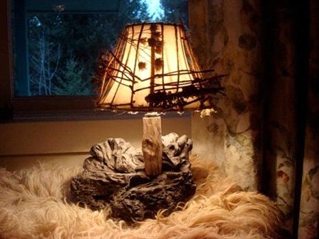 Такой абажур для светильника, конечно, оригинален, но жить долго с ним вряд ли возможно