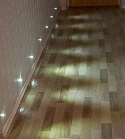 Уместны точечные светильники и