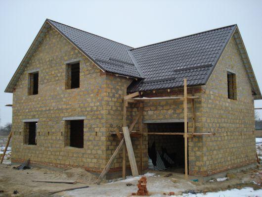 Дом из ракушняка в процессе строительства