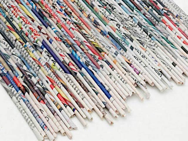 Газетных трубочек для плетения надо много