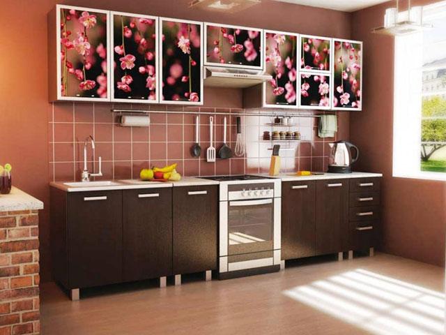 Современный рынок представлен весьма богатым выбором кухонных гарнитуров на любой, даже самый притязательный вкус.