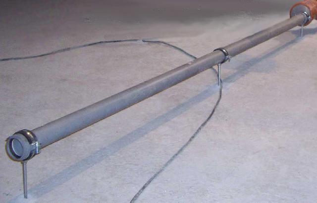 Закрепление труб на хомутах перед устройством стяжки