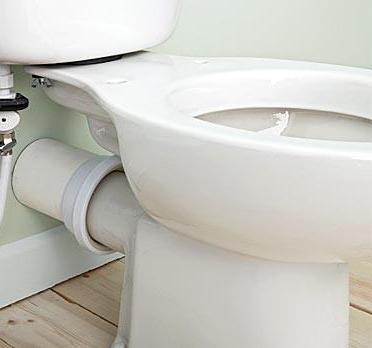 Подключение унитаза с помощью жесткого ПВХ колена для унитаза