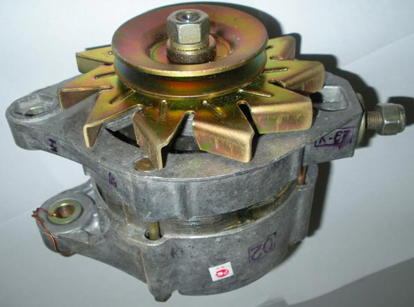 Автомобільний генератор Г-221 не підходить для простої вітроелектростанції (його робоча частота обертання менше)