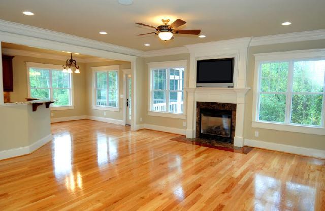 Дерев'яна підлога прикрасить інтер'єр вашого будинку
