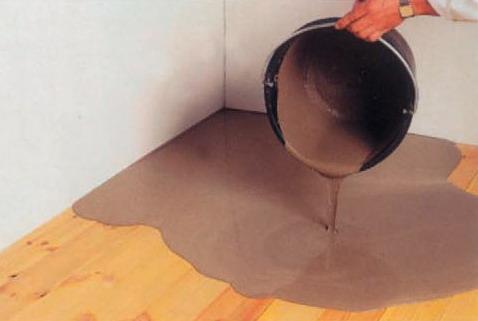 Заливка дерев'яної підлоги мастикою