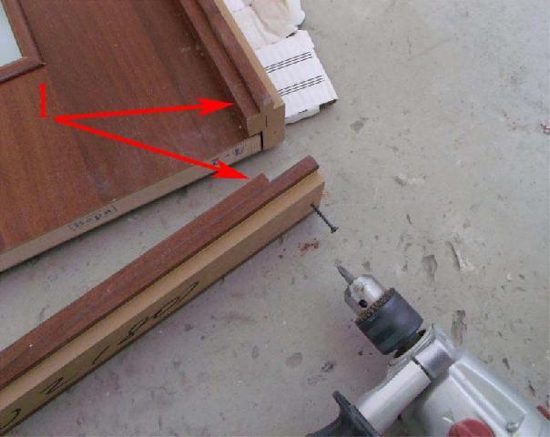 Проверка положения торцевых планок в дверной коробке