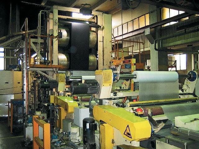 Каландровая машина — обязательный технологический этап производства натурального линолеума