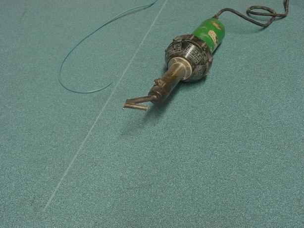 Строительный фен и сварочный шнур для выполнения горячей сварки стыков линолеума