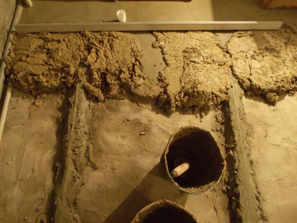 Разравнивнивание цементно-песчаного раствора