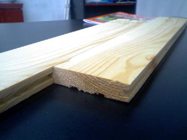Основной вид древесины — сосна, используется для изготовления половой доски