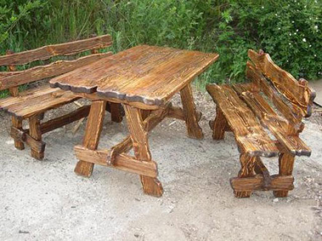Старая садовая мебель